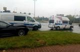 Groźny wypadek karetki we Wrocławiu. Ratowniczka medyczna jest nieprzytomna [ZOBACZ ZDJĘCIA]