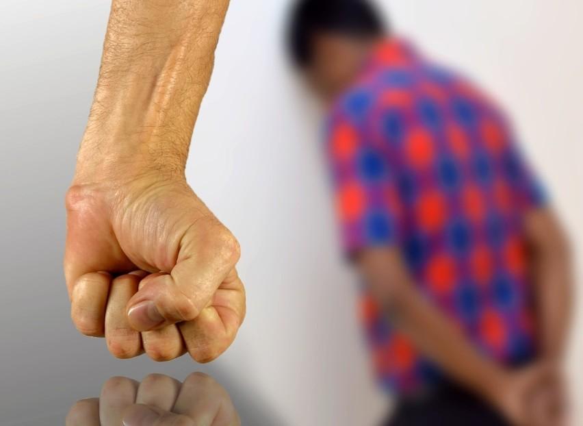 Stosowanie kar cielesnych wobec dzieci i młodzieży jest...