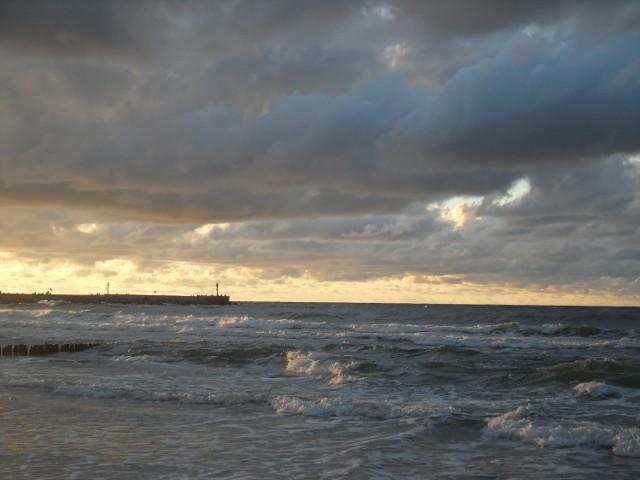 Od kilku dni pogoda w regionie jest bardzo dynamiczna. Skutkuje to sztormami, opadami i podobnymi zjawiskami. Skutkiem tej pogody są również piękne chmury, które można było obserwować wczorajszym wieczorem (31 sierpnia). Zobaczcie zdjęcia!