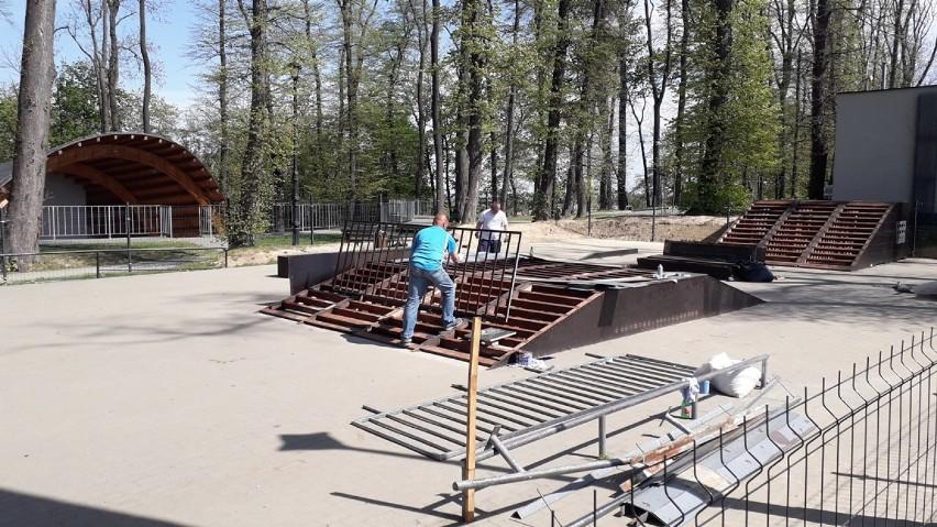 Bochnia. Skatepark w Parku Rodzinnym Uzbornia w remoncie, plac został ogrodzony - zobacz zdjęcia