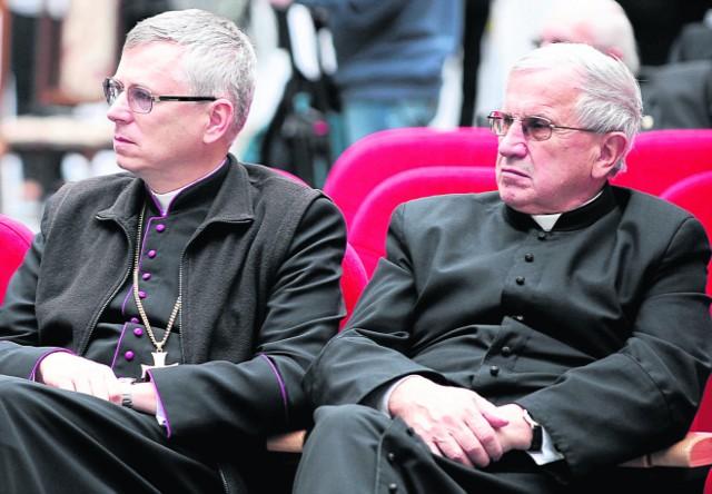 Ks. Władysław Ozimek (z prawej) jest inicjatorem objęcia miasta patronatem św. Jana