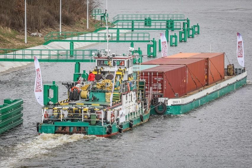 150 ton towarów popłynęło w kontenerach Wisłą z Gdańska do...