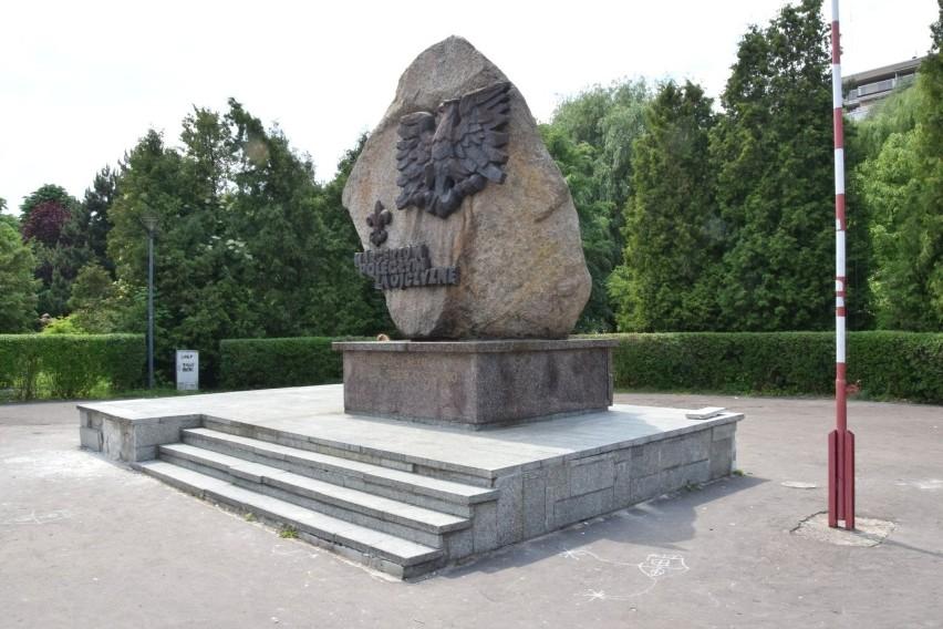 W fatalnym stanie jest pomniki Harcerzy poległych za...