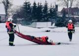 Zarwał się lód na stawie w Szydłowie. Strażackie ćwiczenia z ratownictwa lodowego [ZDJĘCIA]