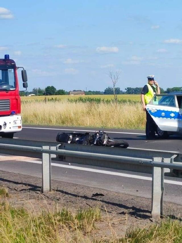 Wypadek na DK 10  miejscowości Wola. 27-letni motocyklista zmarł na miejscu.