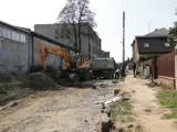 Wymiana kanalizacji na Glinicach w Radomiu. Na części ulicy Henryka Dąbrowskiego leży już asfalt, roboty nadal trwają (ZDJĘCIA)