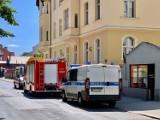 W Bydgoszczy starszy mężczyzna zasłabł i nie mógł otworzyć drzwi - pomoc nadeszła w porę