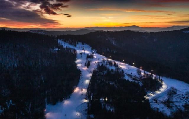 Od piątku 12 lutego 2021 będzie można korzystać z hoteli, kin, stoków narciarskich i krytyh pływalni.