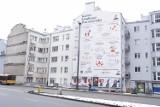 Jak wielka gazeta z ogłoszeniami od lokalnych knajp. W Warszawie powstał wyjątkowy mural wspierający branżę gastro