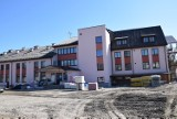 Trwa adaptacja budynku dawnej szkoły w Rejowcu na dom pomocy społecznej. Zobacz zdjęcia
