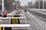 Budują linię tramwajową na Popowicach. Pod wiaduktem na ul. Długiej kładą tory