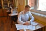 Matura próbna w Chorzowie. Maturzyści z VI LO im. M. Skłodowskiej - Curie pisali egzamin z języka polskiego