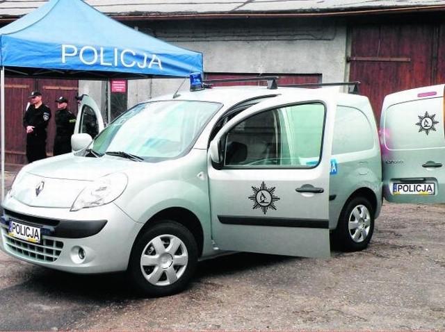 Gnieźnieńscy kryminalni otrzymali m.in. wysokiej klasy sprzęt fotograficzny, dalmierz laserowy oraz samochód