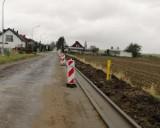 Trwa remont ul. Kolejowej w Pucku - zaczynają pojawiać się zarysy, jak będzie wyglądała po renowacji | ZDJĘCIA