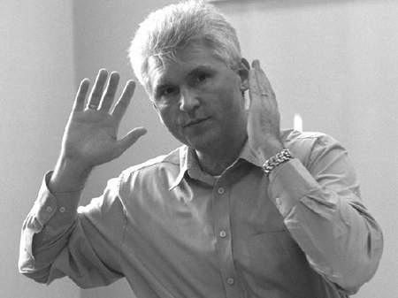 Gdzieś ponad nami zapadały decyzje o zmianach właściciela terenu. A teraz każą nam się przenosić i proponują przestrzeń do handlowania porównywalną do wymiaru kopanego grobu - mówią Mirosław Oniszczuk (z prawej) i Andrzej Kajzer.