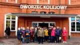 W obiektywie Jana Balewskiego: stargardzcy emeryci zwiedzali Kostrzyn nad Odrą. Dwupoziomowy dworzec kolejowy, Muzeum Twierdzy i nie tylko