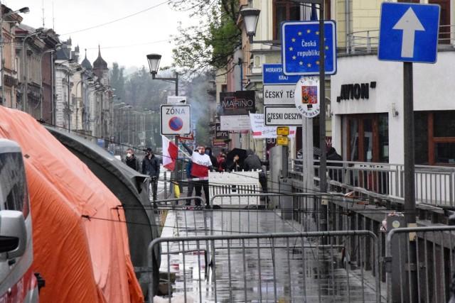 Protest przeciw granicy w Cieszynie. Po polskiej i czeskiej stronie