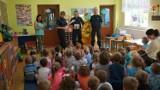 """Niegowa: Policjanci odwiedzili przedszkolaki w ramach kampanii """"Bezpieczna droga do szkoły"""" [ZDJĘCIA]"""
