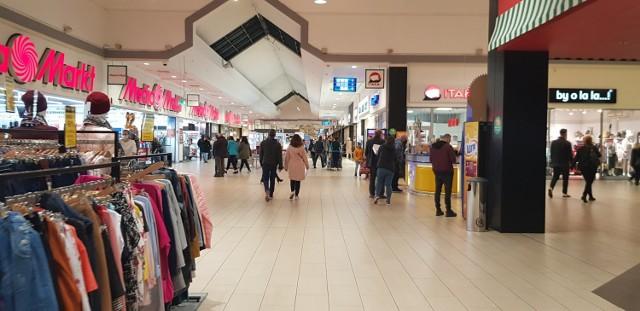 W piątkowe popołudnie mieszkańcy Zagłębia także wybrali się na zakupy, m.in. do czeladzkiego M1. Więcej klientów jest np. w SCC Zobacz kolejne zdjęcia/plansze. Przesuwaj zdjęcia w prawo - naciśnij strzałkę lub przycisk NASTĘPNE