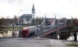 Budowa mostu tymczasowego w Krośnie Odrzańskim ruszy później? W dolnej części miasta nic się nie dzieje. Zapytaliśmy w Wodach Polskich