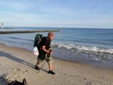 Kołobrzeg. Trener sztuk walki idzie plażą dla chorej Natalii: gdy nie rozmyślam, to się za nią modlę
