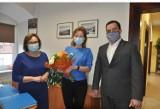 Kwiaty i życzenia z okazji Dnia Pracownika Socjalnego.