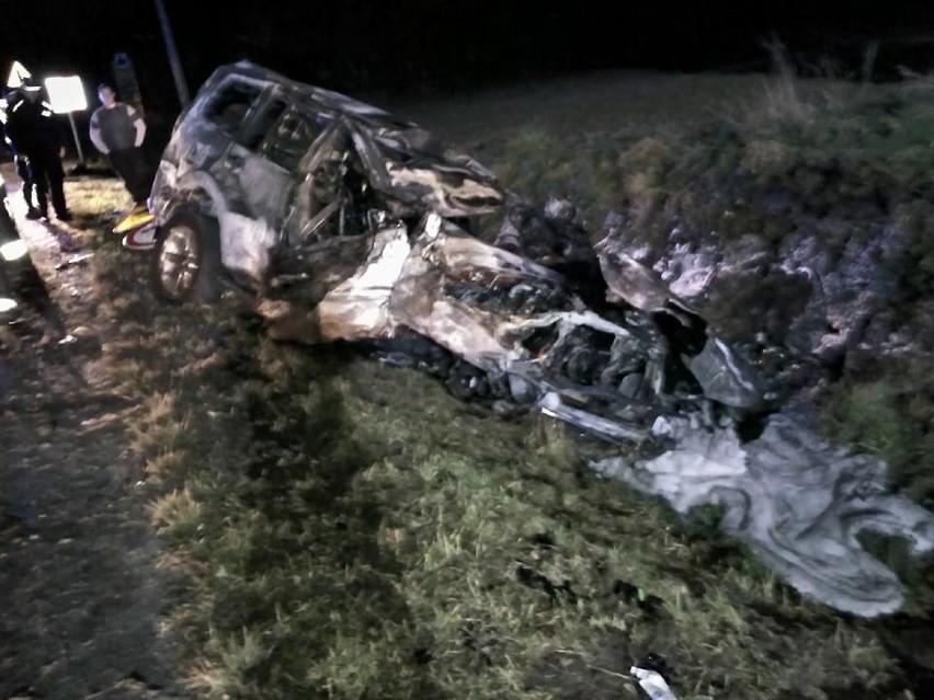 Wypadek w Tymowej i pożar osobowego mitsubishi, na szczęście nikt nie ucierpiał [ZDJĘCIA]
