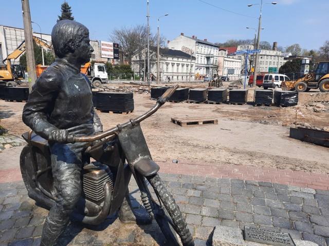 Pomnik Jancarza ma zostać przesunięty o cztery metry w stronę katedry.