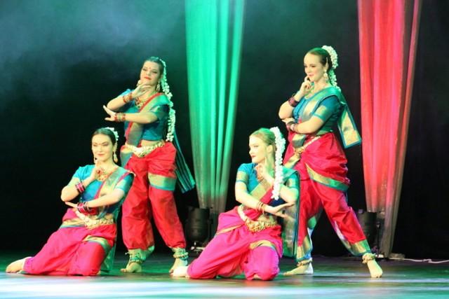 Indyjskie święto Diwali: taniec, śpiew i zdjęcia na scenie w Pałacu Kultury Zagłębia