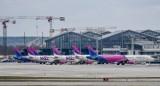 Kolizja samolotu i samochodu technicznego na lotnisku w Gdańsku 7.01.2021. Uszkodzona maszyna uziemiona, czeka na naprawę