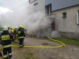 Trąbki Wielkie. Pożar piwnicy w bloku mieszkalnym [17.05.2020 r.]  ZDJĘCIA. Nie ma poszkodowanych