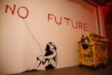 """Banksy w Warszawie. Wystawa podbija serca nie tylko mieszkańców stolicy.  """"Stworzyłem coś wyjątkowego dla Warszawy"""""""