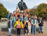 Grupa 35 uczniów wybrała się wspólnie na wyjazd naukowy do Wejherowa i Piaśnicy