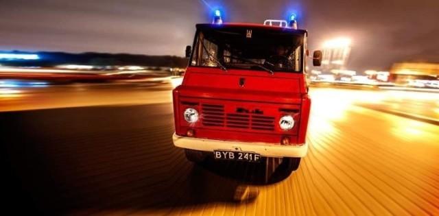 Czerwony strażacki żuk na aukcji Charytatywni Allegro kosztuje obecnie ponad 10 tys. zł