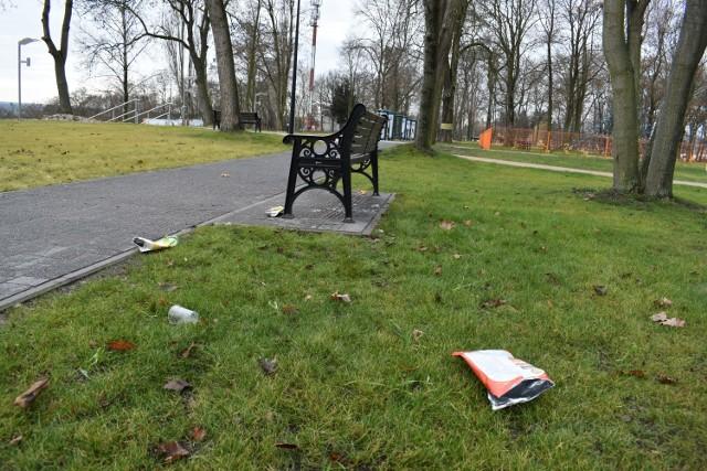 Park Tysiąclecia zaśmiecony kilka godzin po otwarciu.