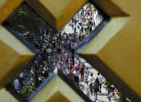 Ludzie oblegali jasnogórski dziedziniec i wały. Mieli nadzieję zobaczyć papieża.   /  JACENTY DĘDEK