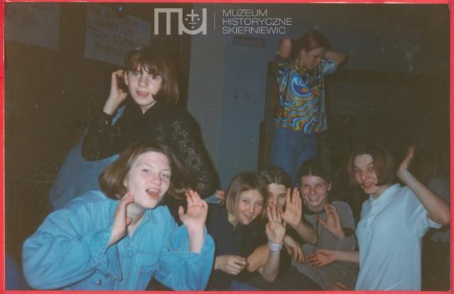 Kronika szkoły z lat 1997-2000 zamieszczona w Archiwum Cyfrowym Skierniewic