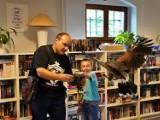 Wronki. Niecodzienni goście w bibliotece. Jakie zwierzęta towarzyszyły sokolnikom?