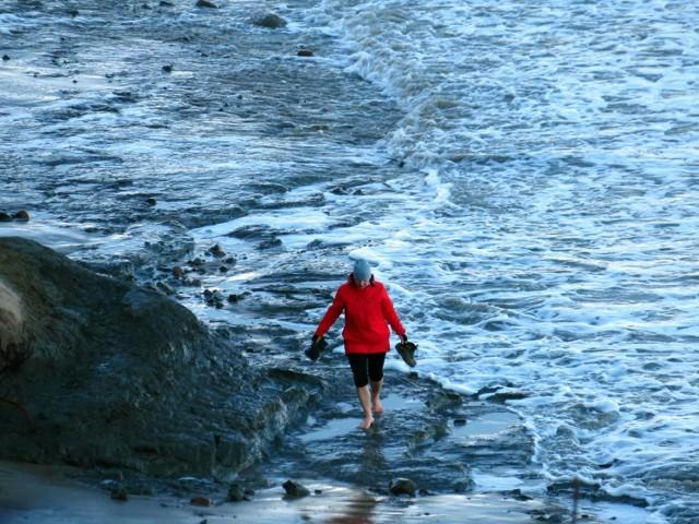 Niedziela zaskoczyła wszystkich piękną słoneczna pogoda. Tłumy turystów i spacerowiczów ludzi wyruszyło do Orzechowa, zarówno piechotą, jak i samochodem. Plaża na sporym odcinku była zalana i można było iść tylko klifem. Tym niemniej było warto dla tych widoków.