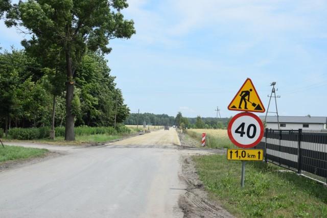 Wkrótce poprawią się warunki jazdy na drodze powiatowej biegnącej z Nowego Dworu do Łomnicy na odcinku o długości 1,38 km