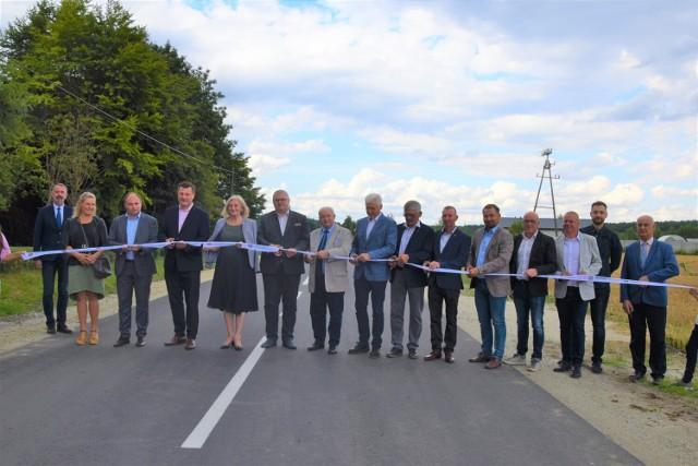 Poprawiły się warunki jazdy na drodze powiatowej biegnącej z Nowego Dworu do Łomnicy na odcinku o długości 1,38 km