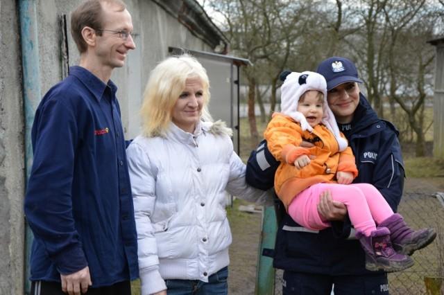 Posterunkowa Ewa Baranowska zaalarmowała rodzinę Jesionków z Przechlewa ostrzegając ich o pożarze