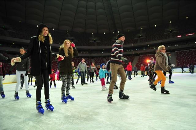Disco Lodowisko na Stadionie Narodowym  W piątkowe i sobotnie wieczory lodowa tafla na Stadionie Narodowym zamienia się w wielką imprezową arenę. Disco Lodowisko, to propozycja, dla tych którzy lubią jeździć na łyżwach w rytm muzyki.  Ceny biletów: normalny - 20 zł,  ulgowy - 17 zł.  Czytaj także: Zimowy Narodowy. Mnóstwo atrakcji na trzech lodowiskach [PROGRAM]