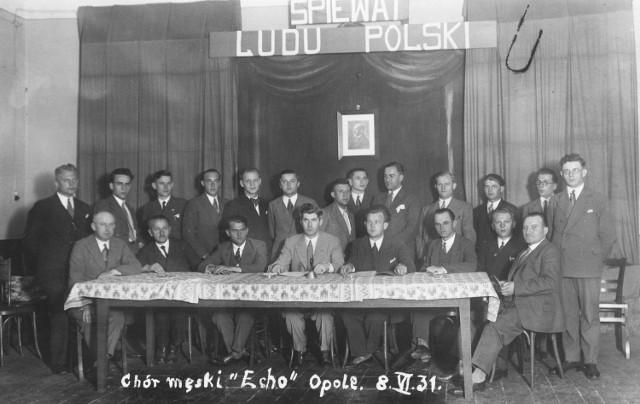 """Życie codzienne w przedwojennym Opolu. Rok 1931. Chór męski """"Echo"""". W okresie międzywojennym w mieście wydawano też dwie gazety w języku polskim, funkcjonował konsulat, działał teatr lalkowy."""