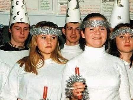 Nauka szwedzkiego w liceum STO dała początek współpracy Tychów z Huddinge i Dniom Szwedzkim.  Na zdjęciu: fragment inscenizacji z okazji dnia św. Łucji.