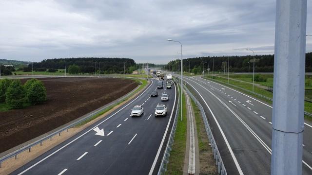 Droga ekspresowa S1 zaczyna się na węźle Pyrzowice, gdzie łączy się z autostradą A1. Kończy się na granicy ze Słowacją w Zwardoniu