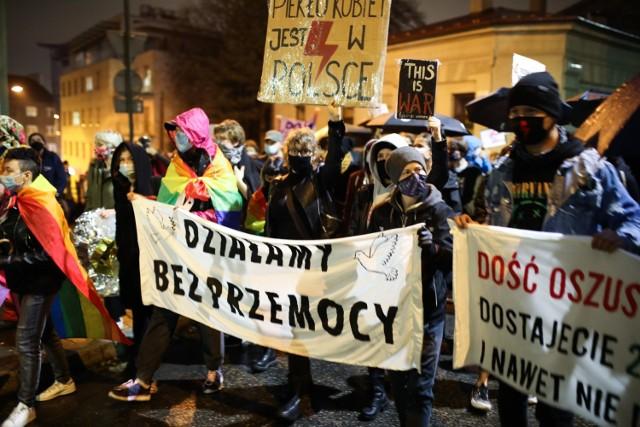Strajk Kobiet w Krakowie. Demonstranci poszli pod siedzibę PiS