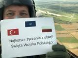 Malbork. Z okazji Święta Polskiego życzenia od żołnierzy z Turcji, którzy stacjonują w 22 Bazie Lotnictwa Taktycznego