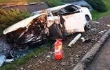 Nieprzytomnego kierowcę strażacy wydobywali z wraku auta. Dramat na drodze pod Nowym Sączem