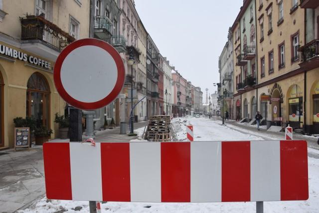 Zima zastopowała prace w kaliskim Śródmieściu. Jaki jest ich postęp?